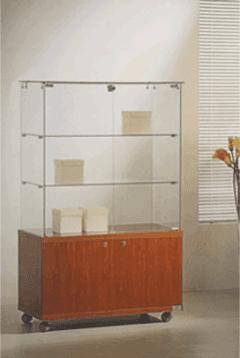 vetrina espositiva con base in legno